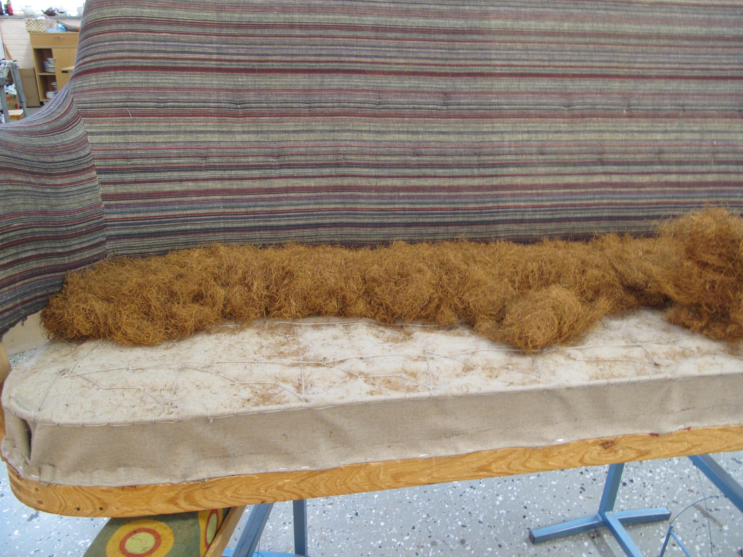 Ny stoppning på Samsas soffa