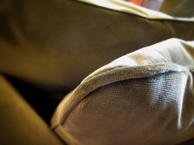 Prydnadskudde i soffa
