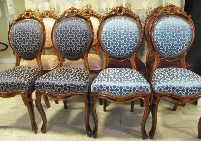 Omklädd stol i möbeltyget Mezzaluna