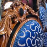Tapetserarens arbete att klä om stolar