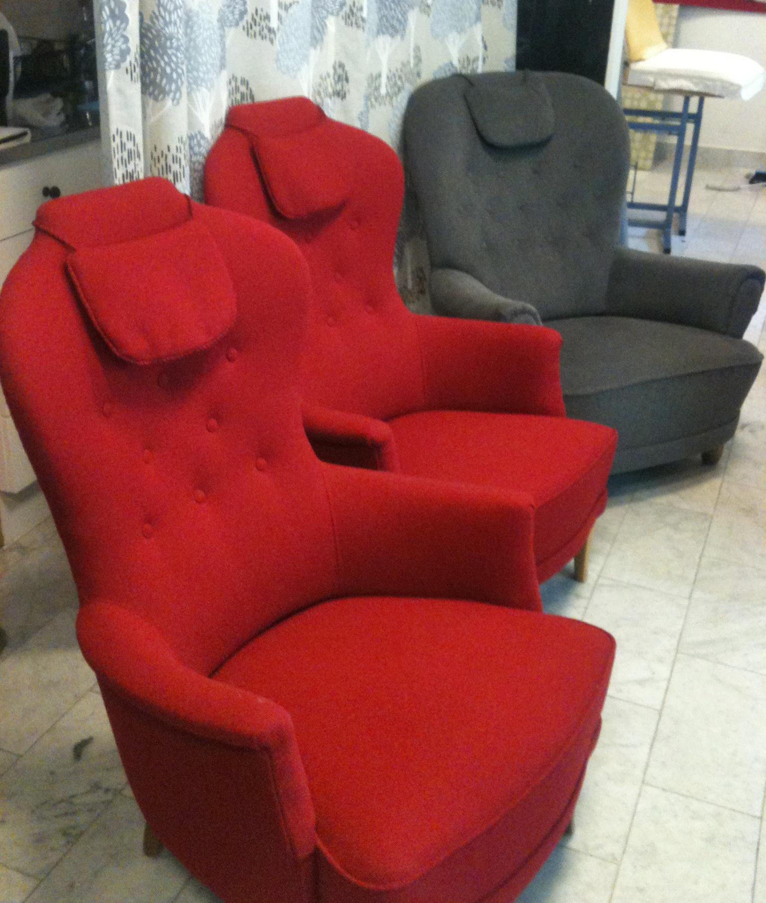 Malmstens möblerna Jättepaddan och Farmor omklädd av Tapetserare