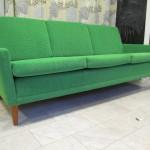 Dux-soffa omklädd i grönt