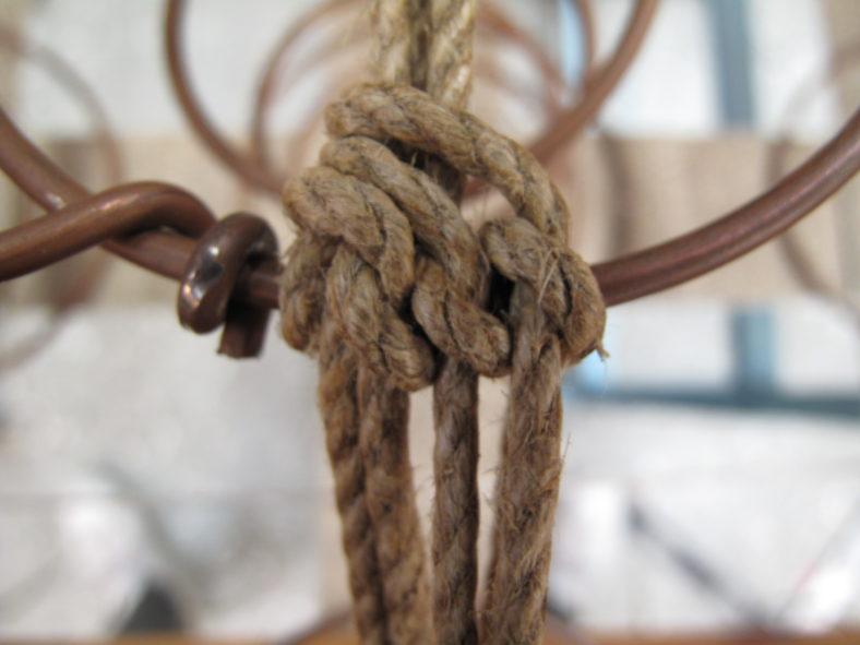 Renoverade spiraler i sitsen på möbel
